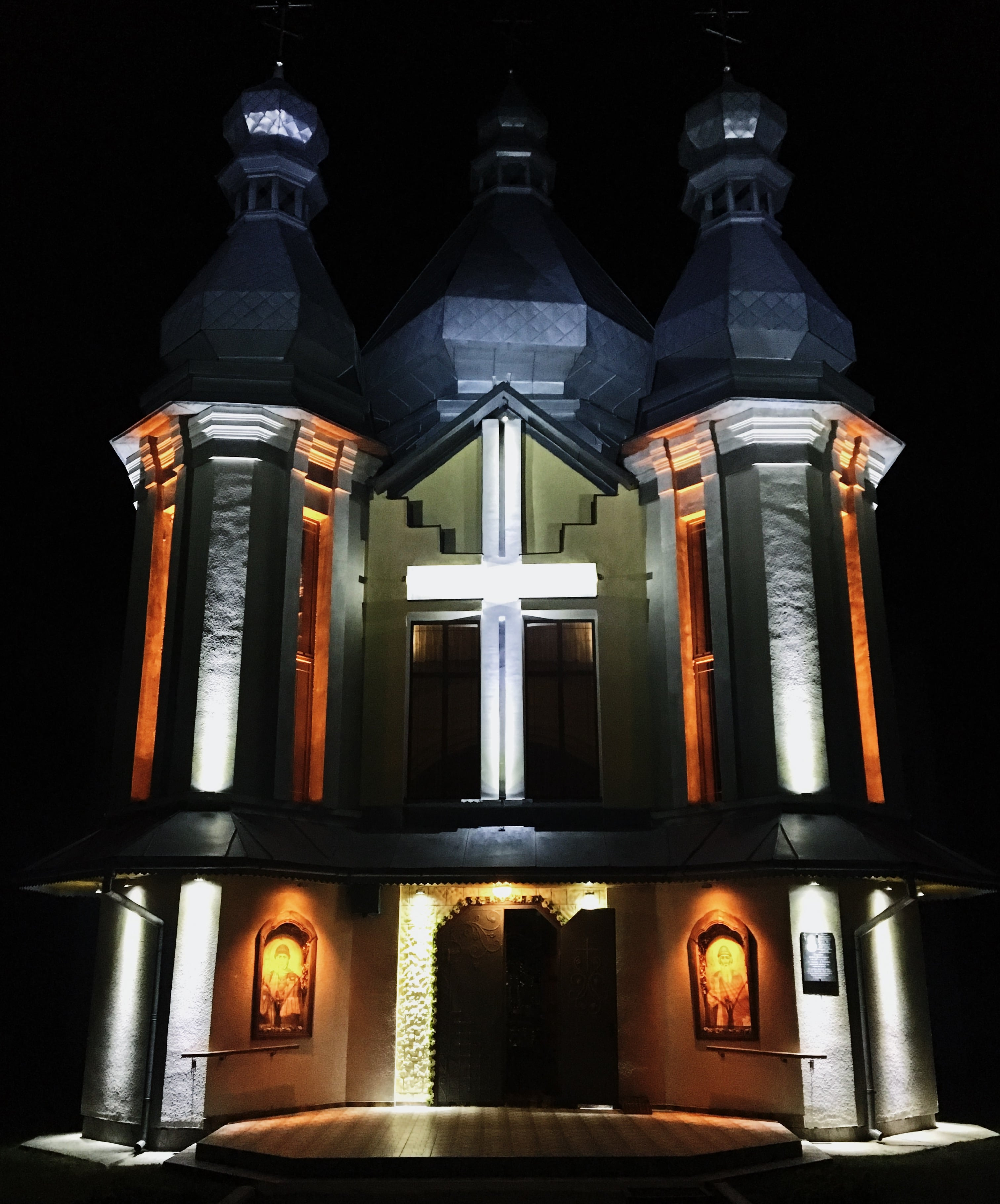 Зовнішнє освітлення храму