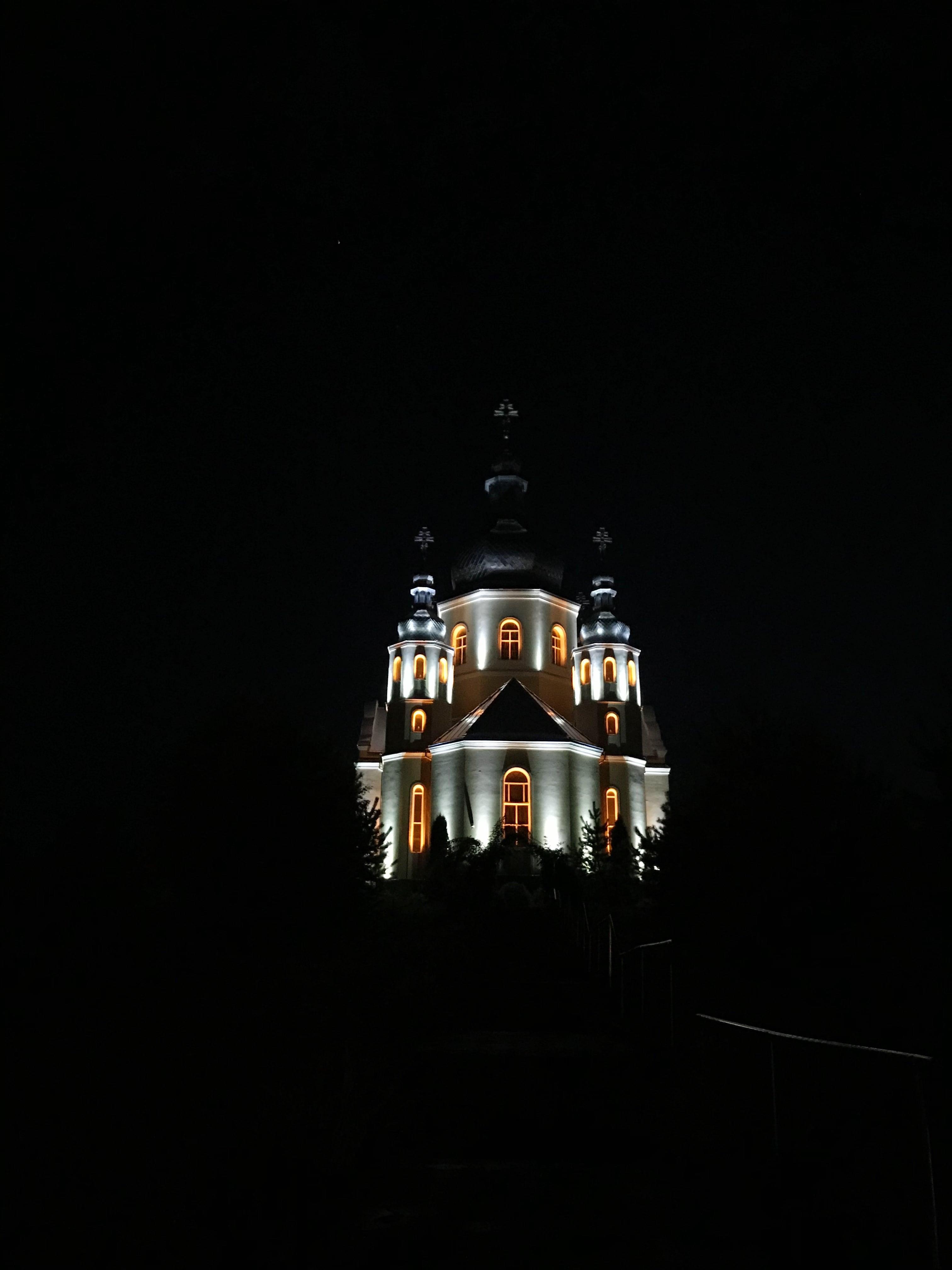 Освітлення церкви у селі Зубра.JPG