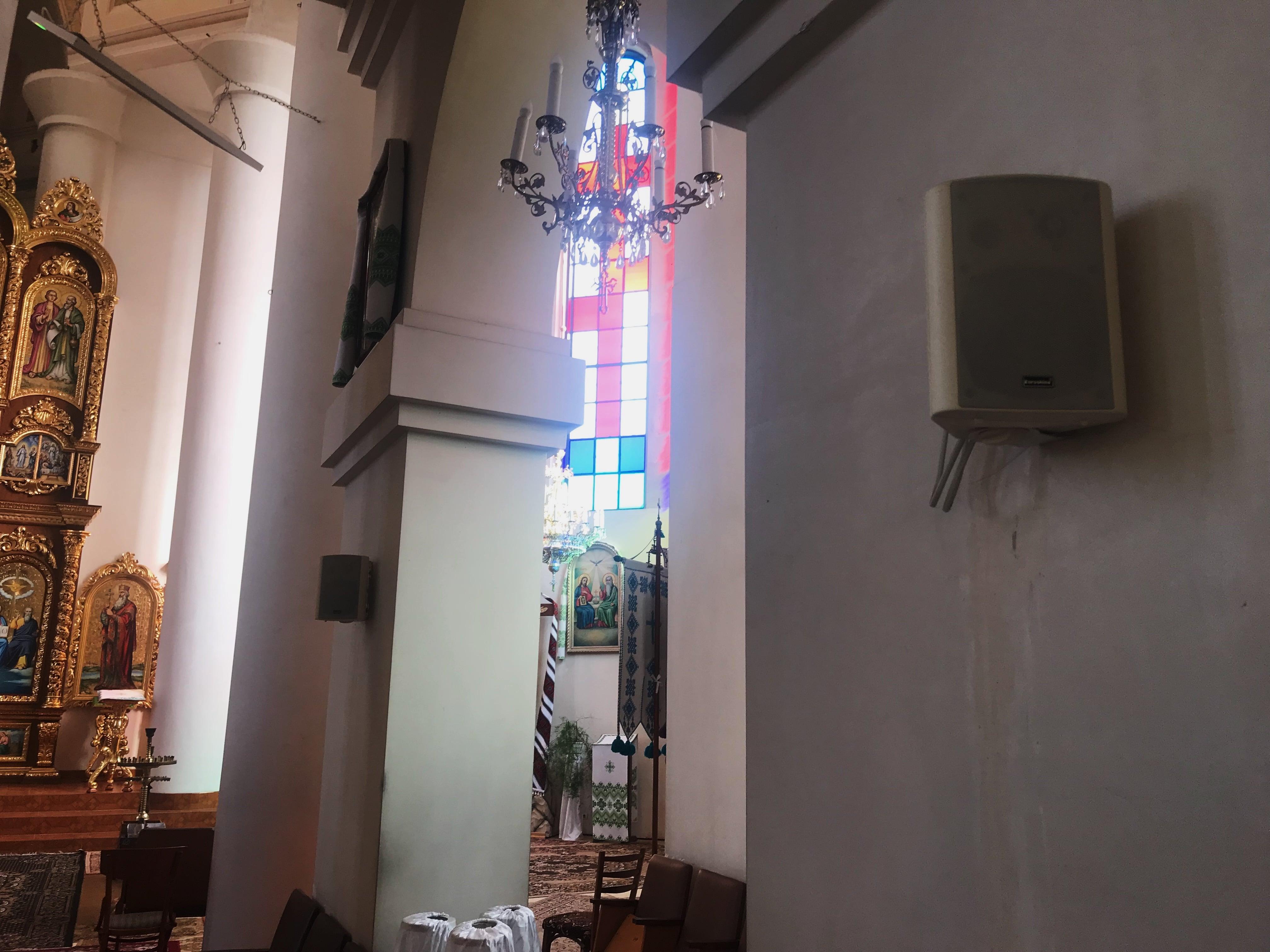 трансляційні колонки в церкву