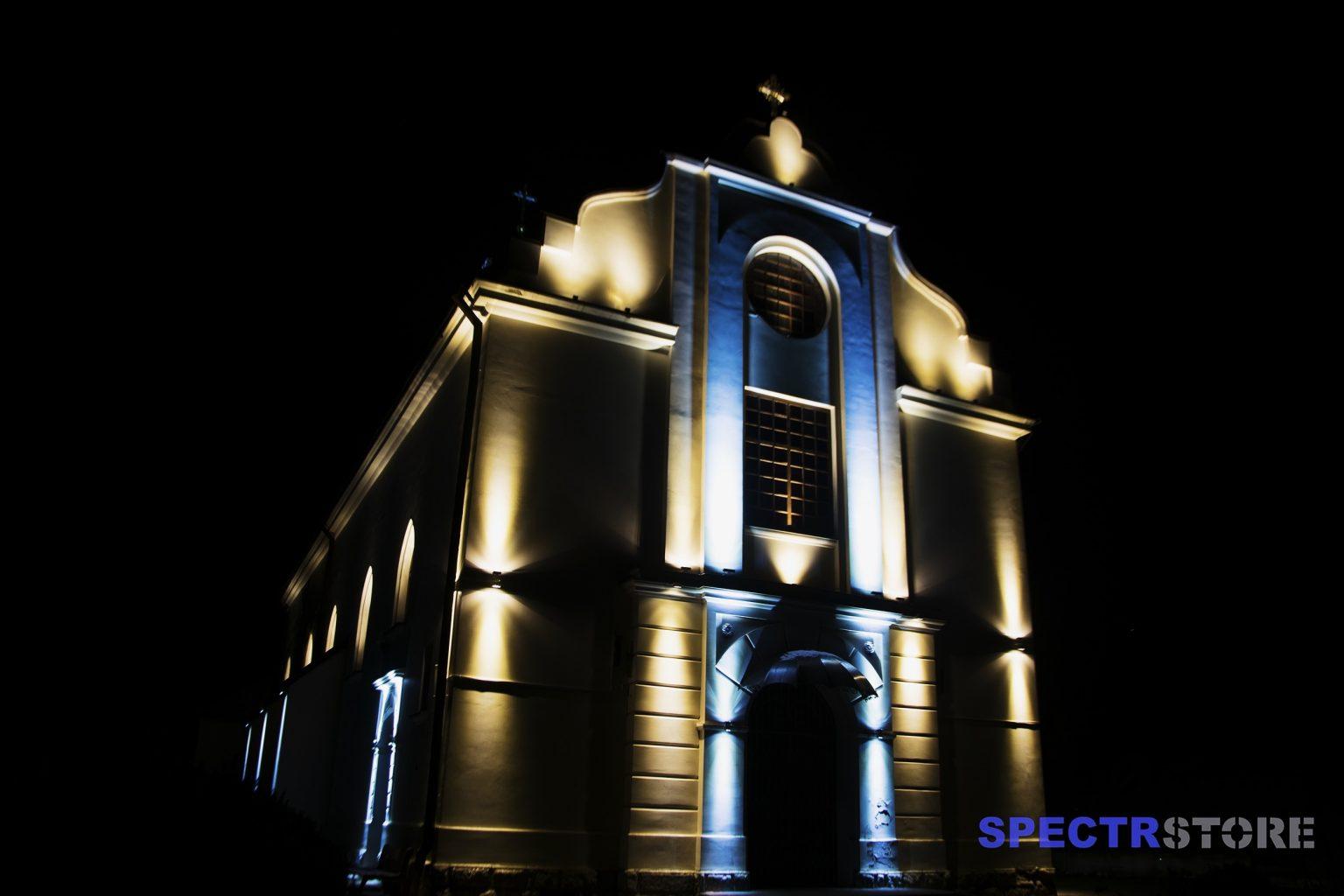 підсвітка фасаду церкви